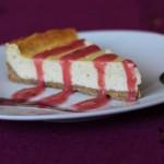 Vanilkový cheesecake s rebarborovým topingom