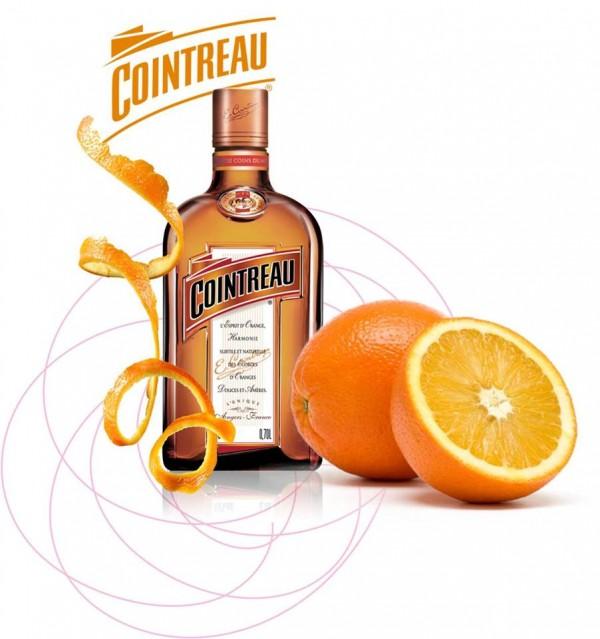 Odšťavíme si ovocie. Ak k tomu pridáte kvapku Amaretto disaronno (najpredávanejší taliansky likér s mandľovým buketom - ) prípadne cointreau (francúzsky likér z kôry sladkých a horkých karibských pomarančov), bude to ten najlepší drink pre Vás a Vašich priateľov <3 drink podľa chuti môžete rozriediť aj vodou. nechajte sa unášať vlnou chutí :)