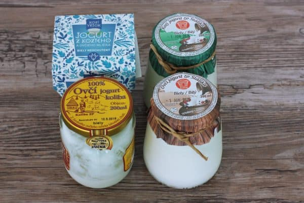 3. KATEGÓRIA ovčích a kozích jogurtov. V tejto kategórii pre mňa najchutnejší, najhustejší a najkrémovejší ovčí jogurt green sheep v cene 1,09 eur za 125 gram a taktiež ovčí jogurt od syrexu. Spomedzi kozích bol pre mňa najpríjemnejší jogrut od Štálika.