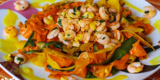 Zeleninové tagliatelle s kari krevetami